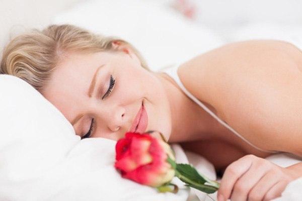 панюхать у спящей тетки
